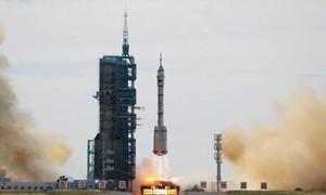 Trung Quốc đưa phi hành đoàn lên vũ trụ xây trạm không gian