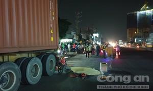 Liên tiếp 2 vụ xe máy tông đuôi container đậu trên đường, 2 người chết