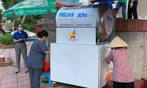 """TPHCM: Quận Tân Phú khởi động """"ATM gạo"""" hỗ trợ người dân mùa dịch"""