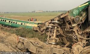 Tàu hoả đâm nhau khiến hơn 30 người chết ở Pakistan