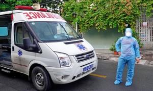 TPHCM: 1 trường hợp nhiễm COVID-19 tử vong trên đường chuyển viện
