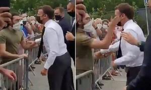Tổng thống Pháp bất ngờ bị tát vào mặt khi phát biểu