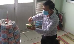 Long An: Bác sĩ bái vọng cha từ bệnh viện điều trị COVID-19