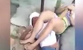 Clip cô gái kẹp cổ, khóa tay tên cướp kiểu võ MMA