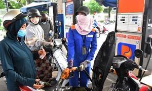 Petrolimex giảm giá 500 đồng/lít xăng dầu tại 23 tỉnh, thành áp dụng Chỉ thị 16