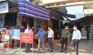 TPHCM: Nghiên cứu mở lại các điểm bán hàng thiết yếu tại chợ truyền thống