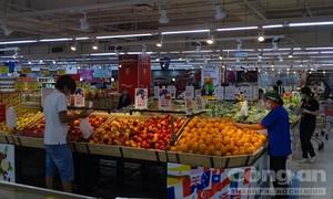 """Người dân """"vùng xanh"""" TPHCM vui mừng được đi chợ, siêu thị"""