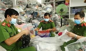 Phát hiện cơ sở kinh doanh chứa hơn 14.000 sản phẩm không rõ nguồn gốc