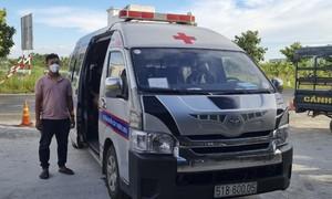 Phát hiện 2 xe cứu thương chở thuê người từ vùng dịch về quê