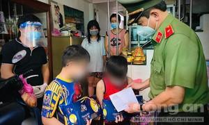 Giám đốc Công an TPHCM tặng quà Trung thu cho các em thiếu nhi mồ côi do Covid-19