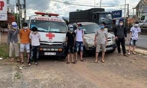 Phát hiện xe cứu thương chở 6 người từ vùng dịch về quê