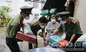 'Công an TPHCM – Hạt gạo nghĩa tình' về với Hóc Môn: Sẵn sàng bình thường mới!