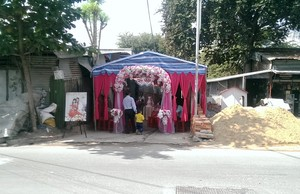 Chiếm hẻm đãi tiệc cưới