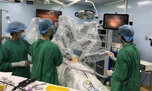 Chùm ảnh: Lần đầu tiên dùng robot phẫu thuật ung thư dạ dày