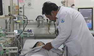 Bác sĩ nói gì vụ bé gái 14 tuổi nghi ngộ độc trà sữa, tổn thương gan thận?