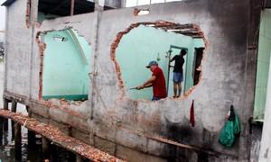 Vụ sạt lở 19 căn nhà: Xưởng may tiền tỷ trôi theo dòng nước
