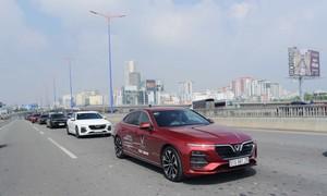 Dàn VinFast Lux tạo sức hút trên đường phố Sài Gòn