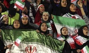Phụ nữ Iran được vào SVĐ xem bóng đá sau 40 năm