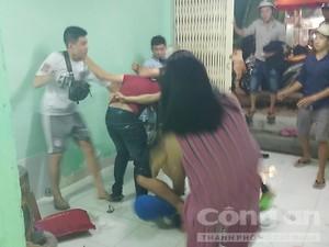Nhóm thanh niên đánh vợ chồng chủ quán lẩu dê ở Sài Gòn bị thương