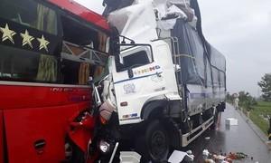 Liên tiếp 2 vụ tai nạn xe khách khiến 2 người tử vong, nhiều người bị thương