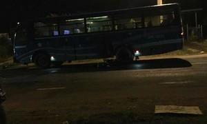 Xe máy tông xe đưa rước công nhân, 2 người chết tại chỗ