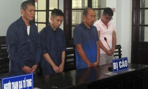 """Tài xế xe ôm đi tù vì """"dụ"""" khách Việt mua dâm gái Nga"""