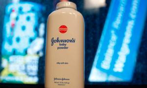Bị phát hiện chất gây ung thư, Johnson & Johnson thu hồi phấn rôm