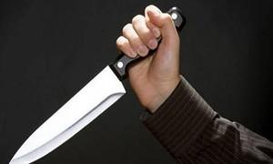 Chồng dùng dao đâm vợ cũ trọng thương vì hẹn hò với người khác