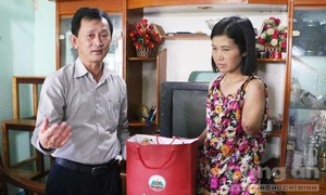 Cô giáo vùng sâu bị tai nạn mất cánh tay, được chuyển về gần nhà dạy