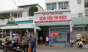 Bệnh nhân kêu người nhà đến đâm bảo vệ bệnh viện trọng thương