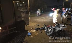 Giám đốc công ty kinh doanh ôtô Hyundai đi xe máy ngã bị xe tải cán tử vong