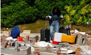 Sinh viên Đại lục lũ lượt rời học xá ở Hong Kong vì biểu tình
