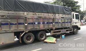 Ô tô 7 chỗ rời khỏi hiện trường sau vụ tai nạn giao thông chết người