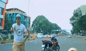 Khởi tố nhà sư đập phá ô tô người đi đường vì tiếng còi xe