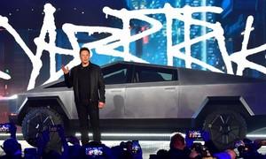 """Clip ông chủ Tesla """"muối mặt"""" vì kính chống đạn của siêu xe"""