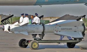 Hai lính Nga phải đền gần nửa triệu USD vì phóng nhầm... tên lửa