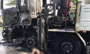 Người điều khiển xe máy chết cháy sau cú tông xe tải