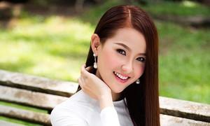 Hoa hậu Khánh Ngân khoe nhan sắc rực rỡ