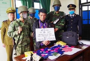 Bắt kẻ vận chuyển gần 10.000 viên ma túy từ nước ngoài về Việt Nam