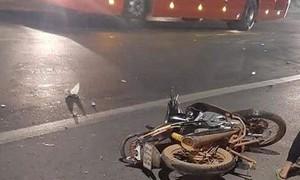 Tai nạn giữa xe máy va xe tải, 2 phụ nữ thương vong