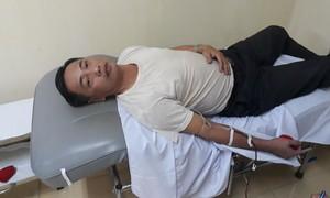 Thầy giáo nửa đêm vượt 30 cây số đi hiến máu hiếm cứu người