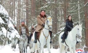 Triều Tiên tung ảnh ông Kim cưỡi ngựa: Thông điệp cứng rắn cho Mỹ