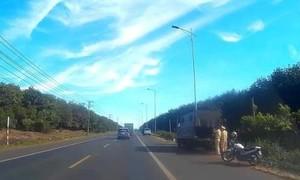 """Vụ tố cáo CSGT """"bảo kê"""" xe quá tải: Đình chỉ 2 lãnh đạo cấp đội"""