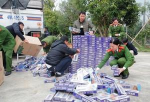 Bắt xe tải vận chuyển 10.000 gói thuốc lá lậu