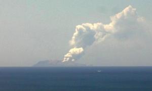 Núi lửa phun ở New Zealand, nhiều người thương vong