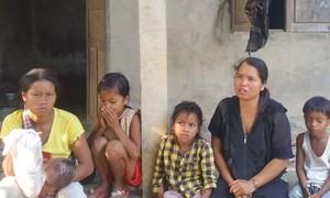 Nỗi đau của cặp vợ chồng có 3 người con câm điếc, suy dinh dưỡng