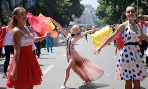 Hà Nội tổ chức Carnival đường phố quanh phố đi bộ Hồ Gươm