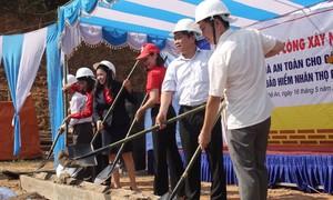 Prudential xây dựng nhà an toàn cho người dân vùng bão lũ