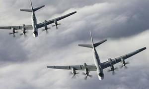 F-22 Mỹ chặn nhóm siêu máy bay của Nga ngoài khơi Alaska