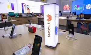 """Các nhà bán lẻ Châu Á """"cạch mặt"""" sản phẩm của Huawei"""